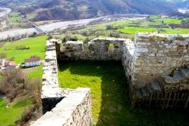 луга вокруг замка Барди