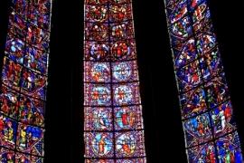 10витражные окна в Бурже