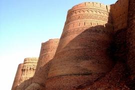 стены форта Деравар
