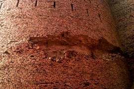 толстые стены Деравара