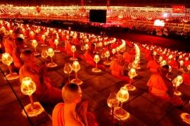 молитва в храме Дхаммакая