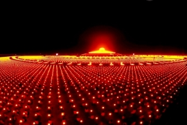 ночной вид на храм Дхаммакая