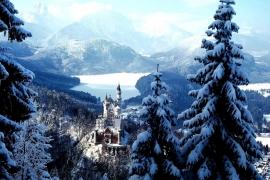 Замок и озеро