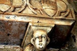 06саркофаг в клуатре