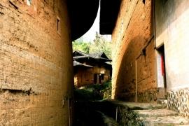 проход между домами тулоу