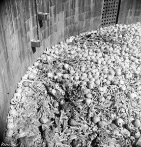 гора костей внутри башни молчания