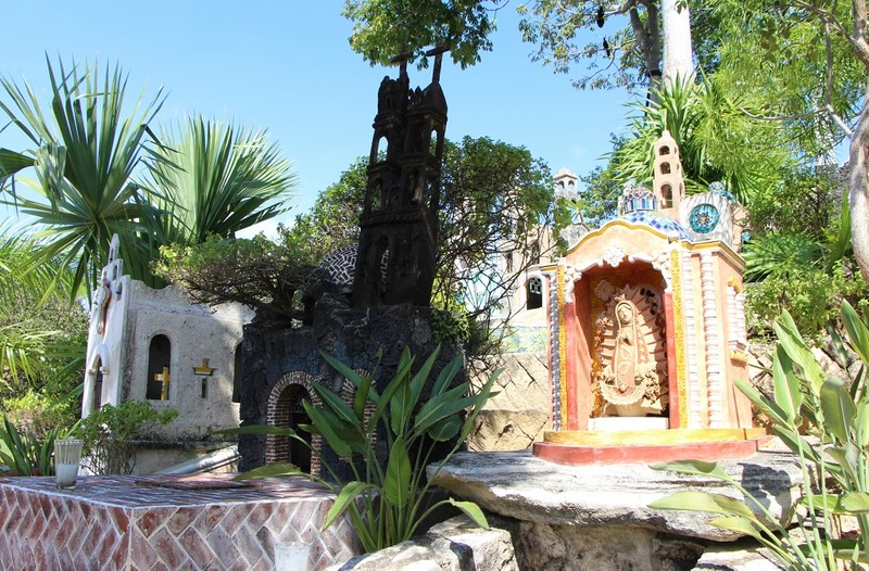 памятник в виде замка
