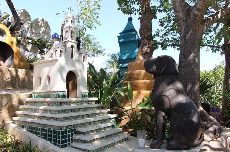 памятник с собакой