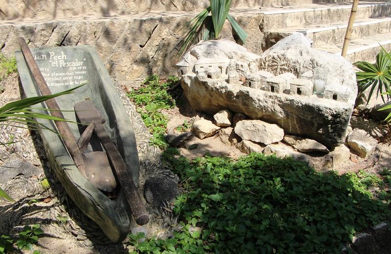 надгробие в виде лодки