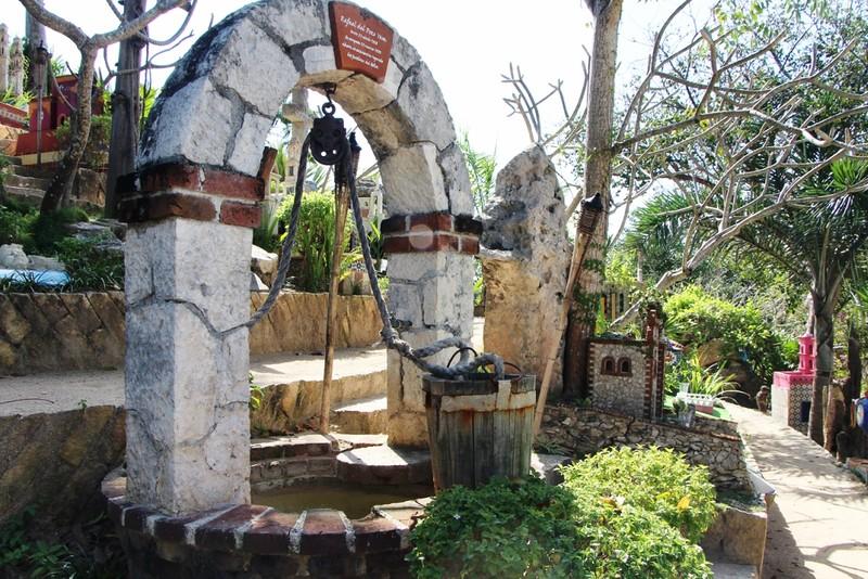 надгробие каменщика