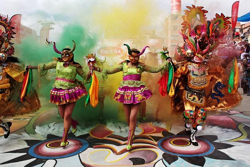 девушки на карнавале Диаблада
