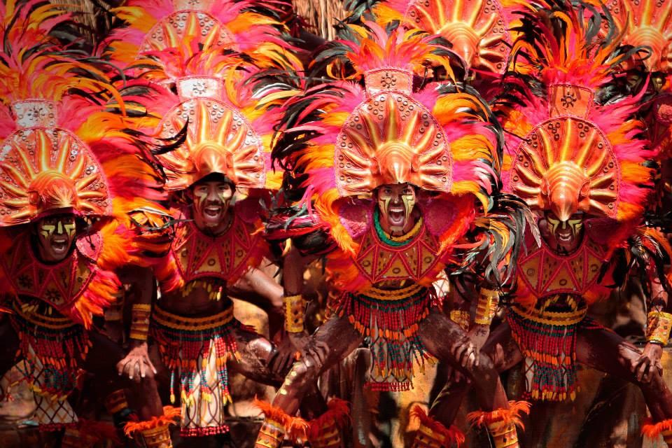 разноцветные краски карнавала