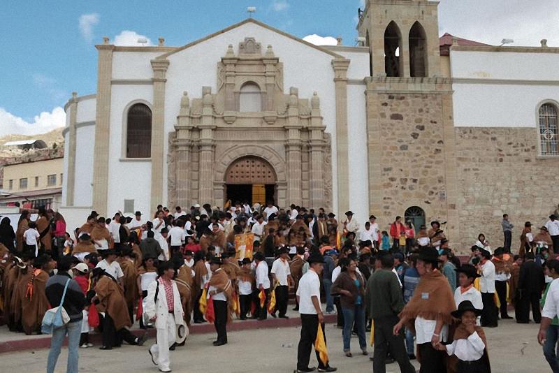 посещение церкви боливийцами
