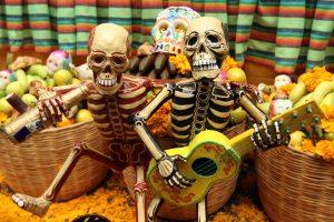 фигурки пьяных скелетов, День Мертвых