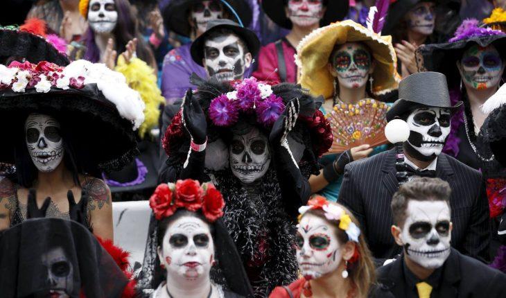 праздничное шествие в день мертвых