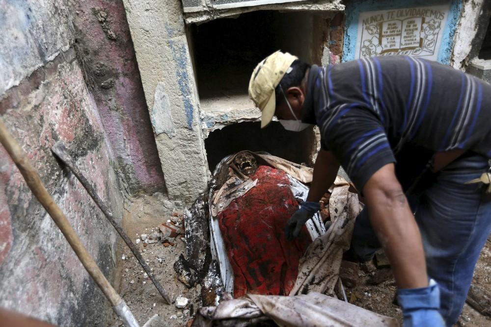 работе гватемальских могильщиков не позавидуешь