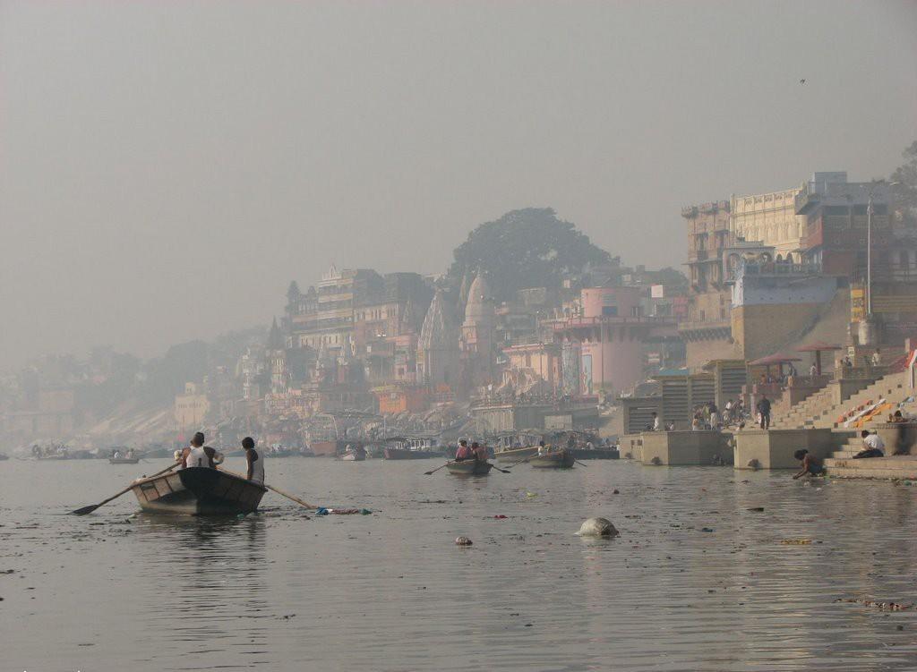 лодки на Ганге у Варанаси