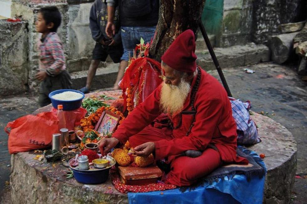 жрец в храме