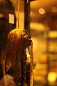 голова с рыжими волосами