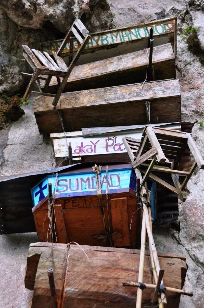 гробы на скале