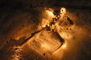 женский скелет в пещере хрустальной девушки