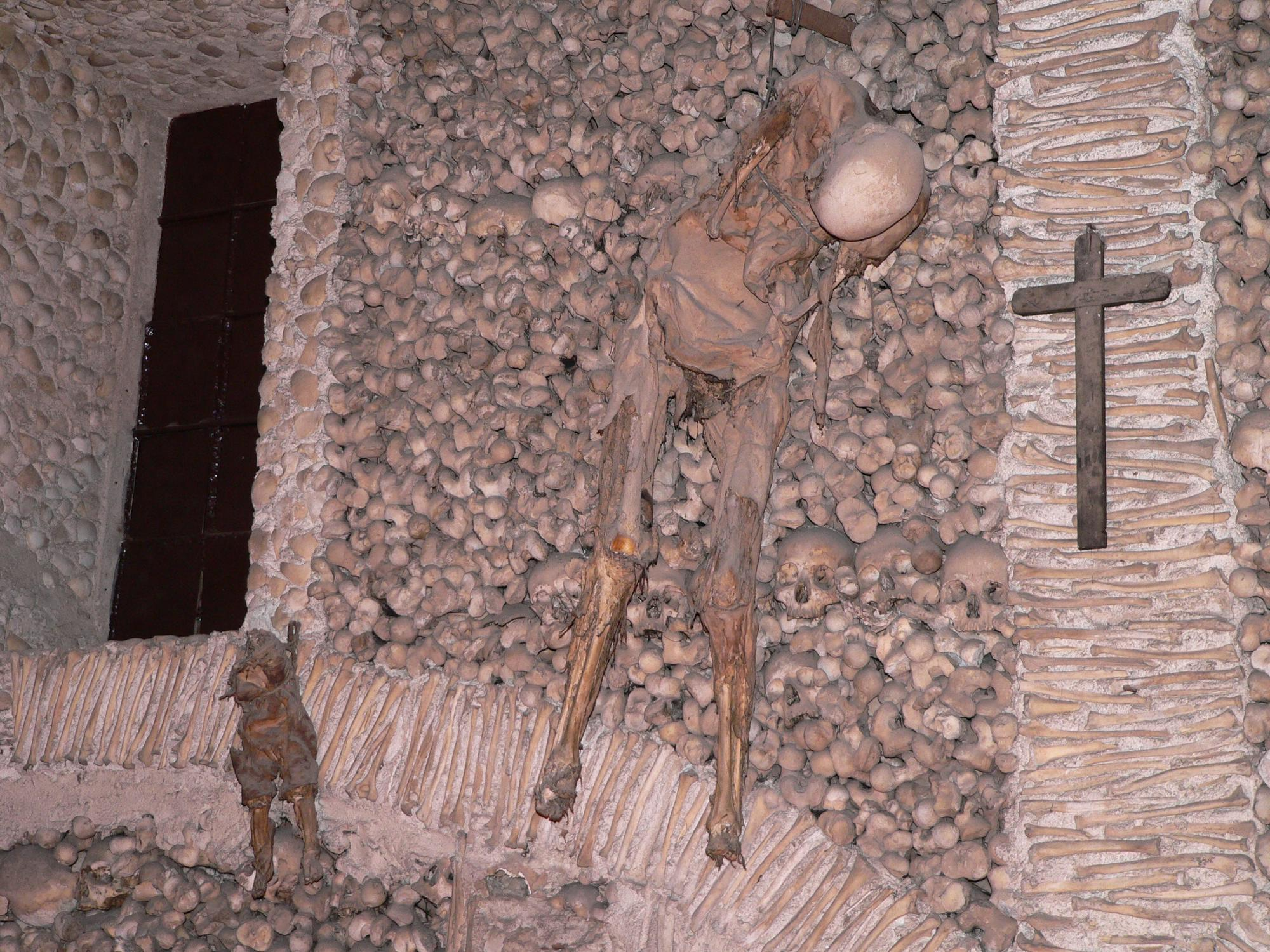 мумии в часовне костей