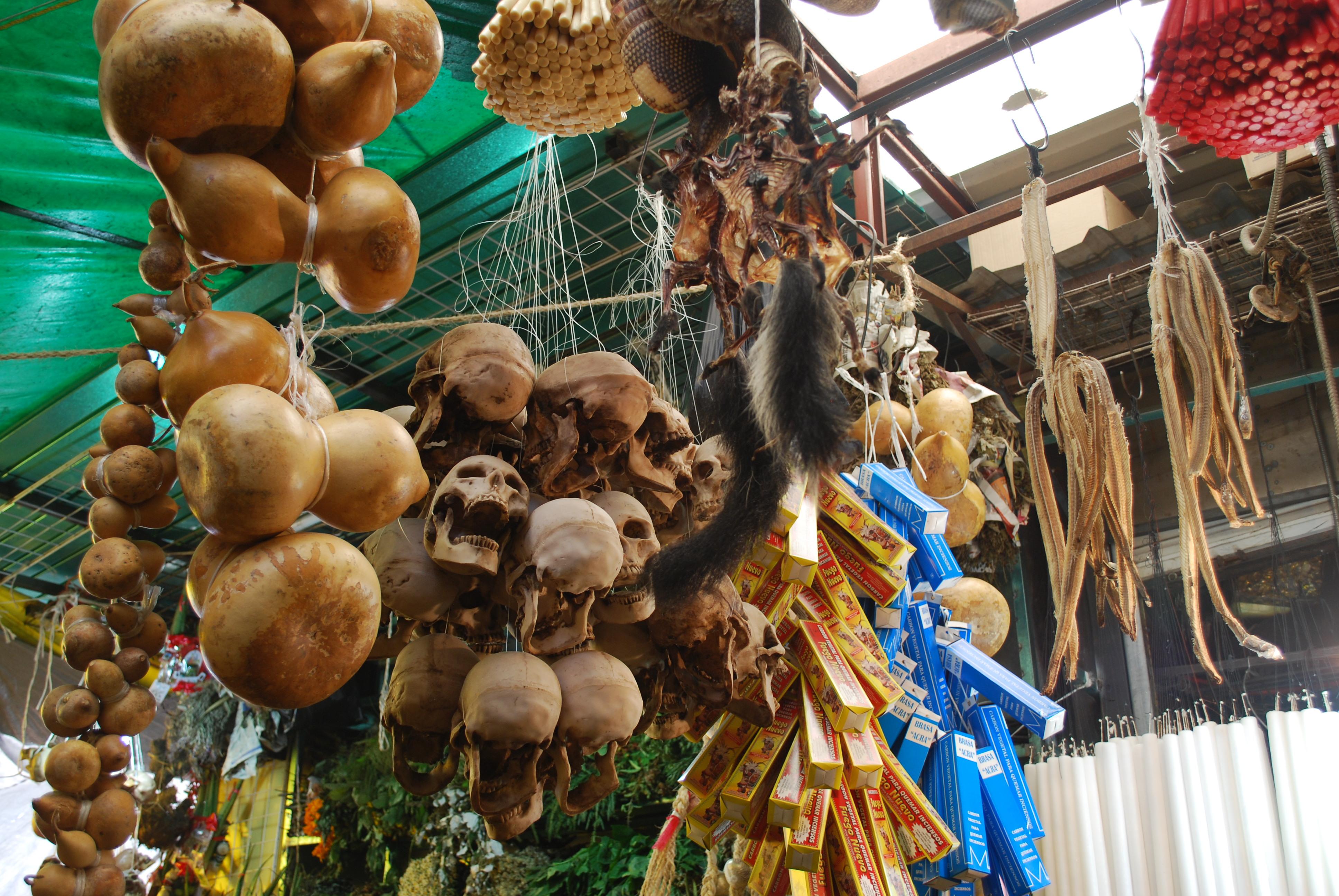 звериные черепа на рынке