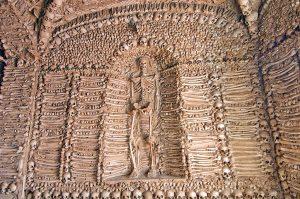 часовня костей, украшения на стенах