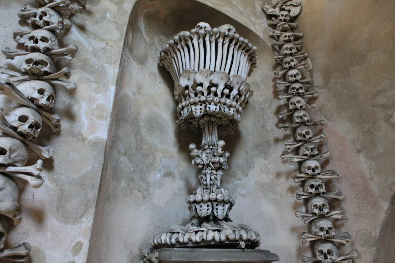 костяная ваза
