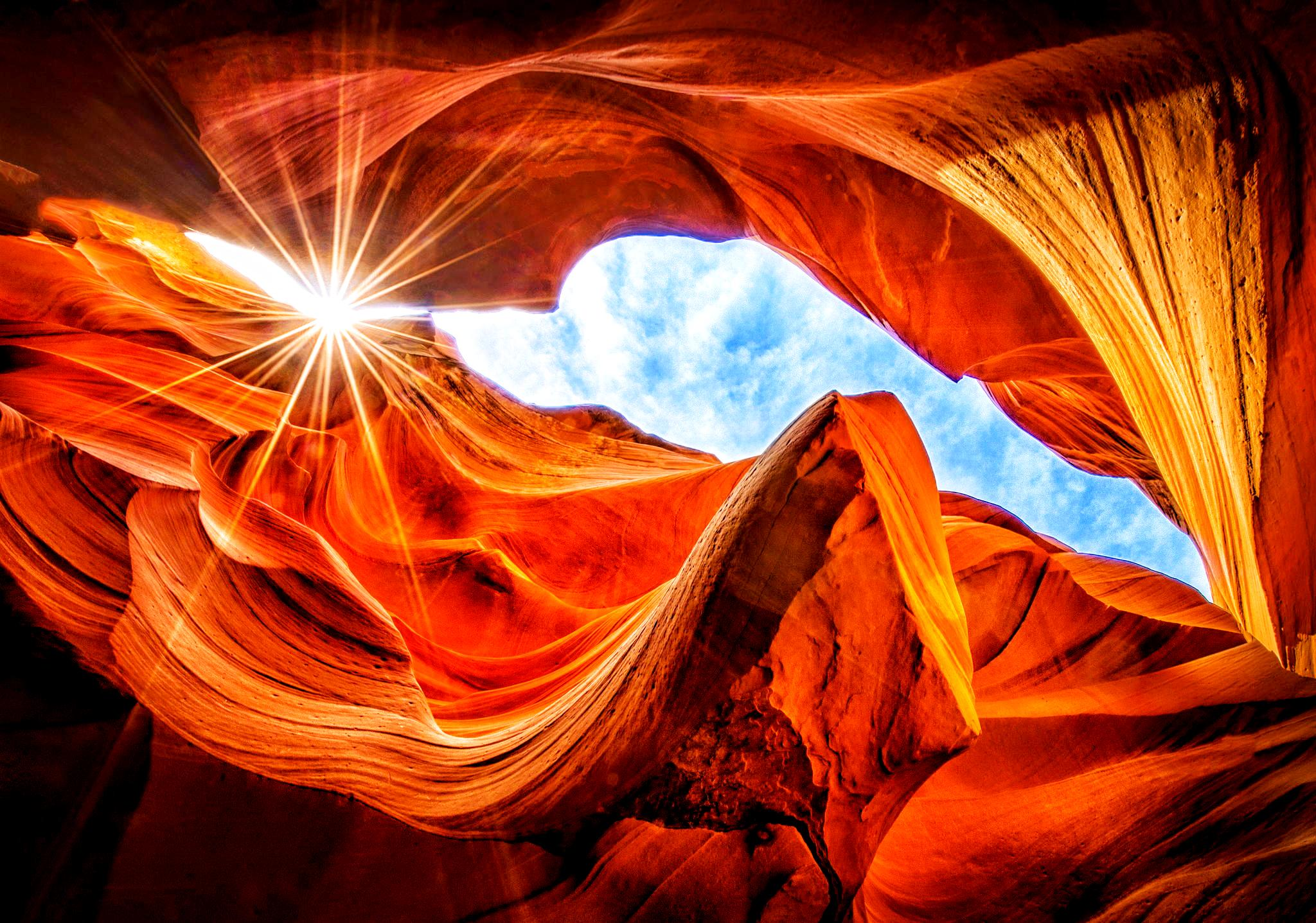 вид на небо из каньона