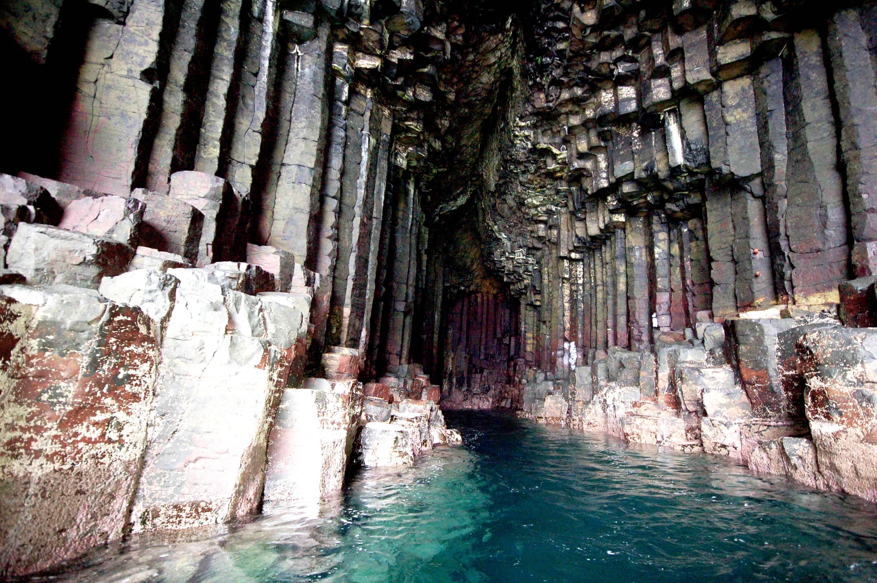 столбы пещеры фингала