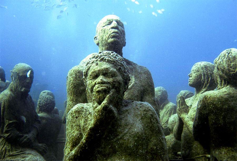 лица статуй