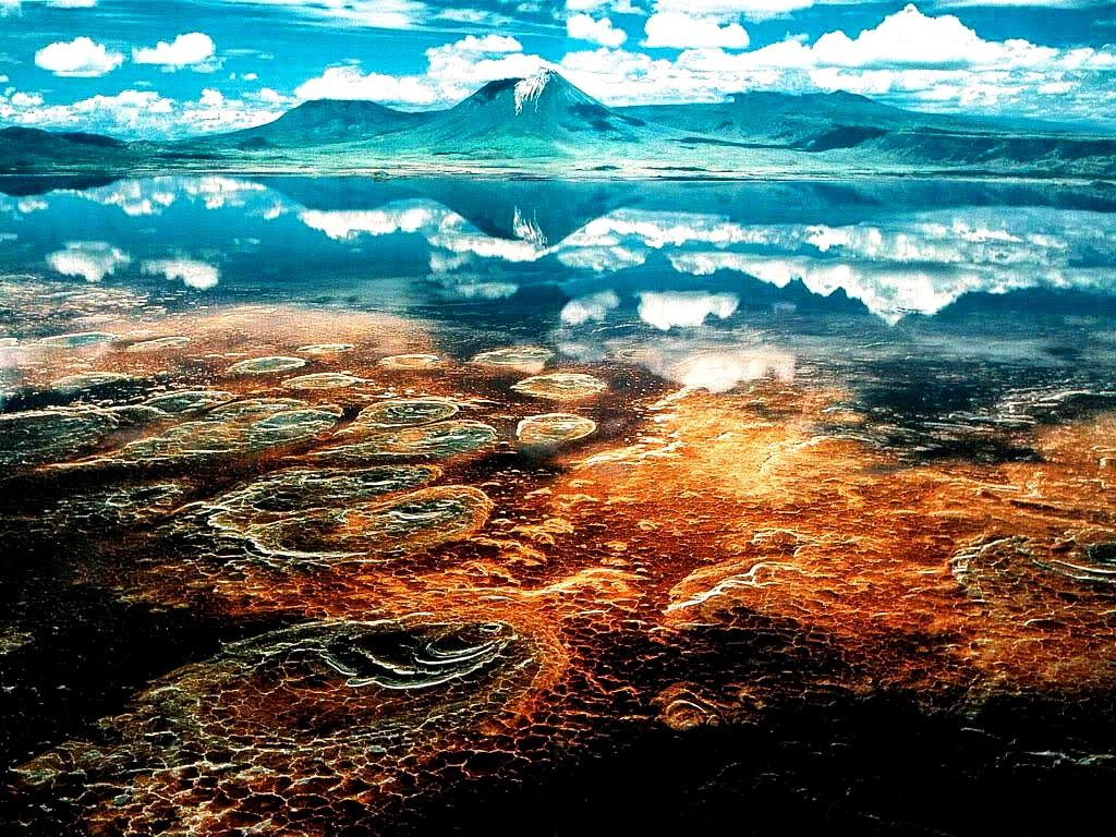 цвета озера натрон