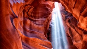 световые потоки в каньоне