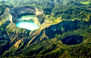 панорама вулкана келимуту