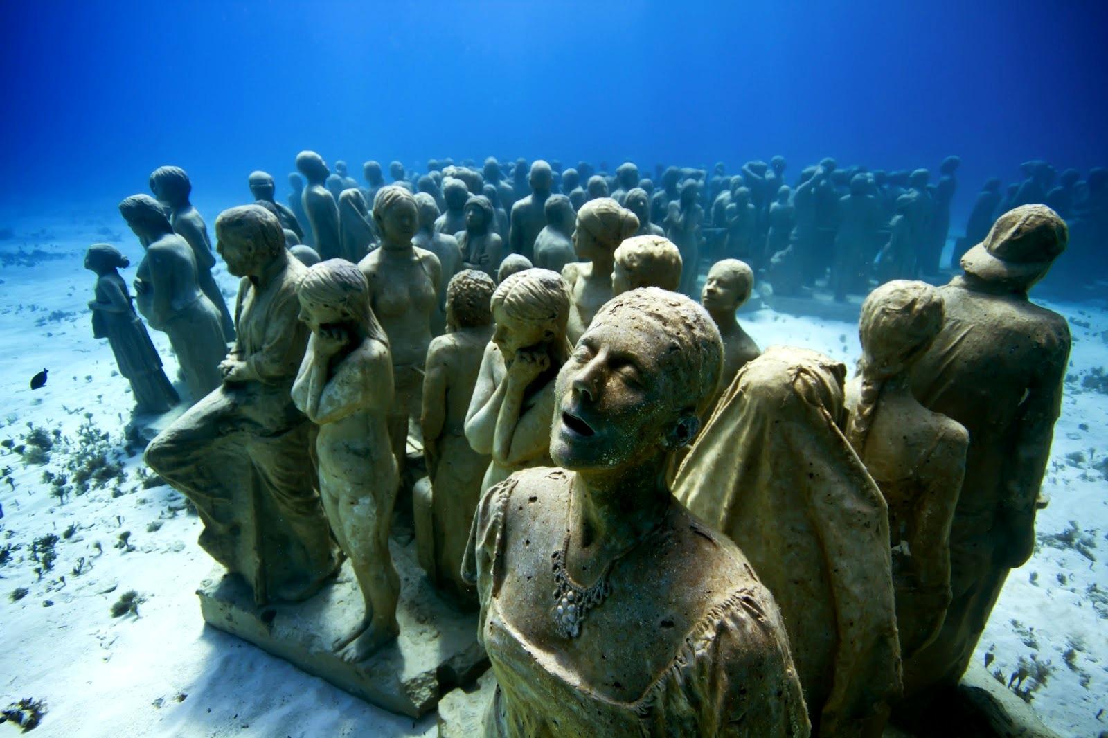 изваяния под водой