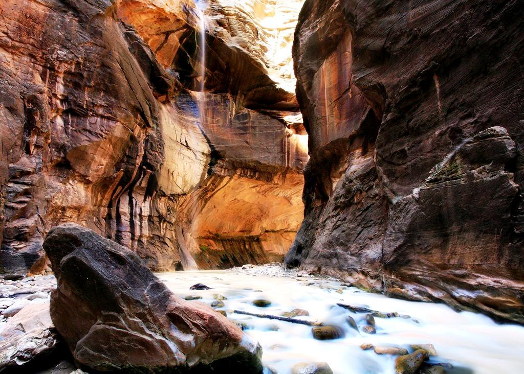 пещера в парке