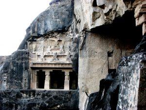 скальный храм
