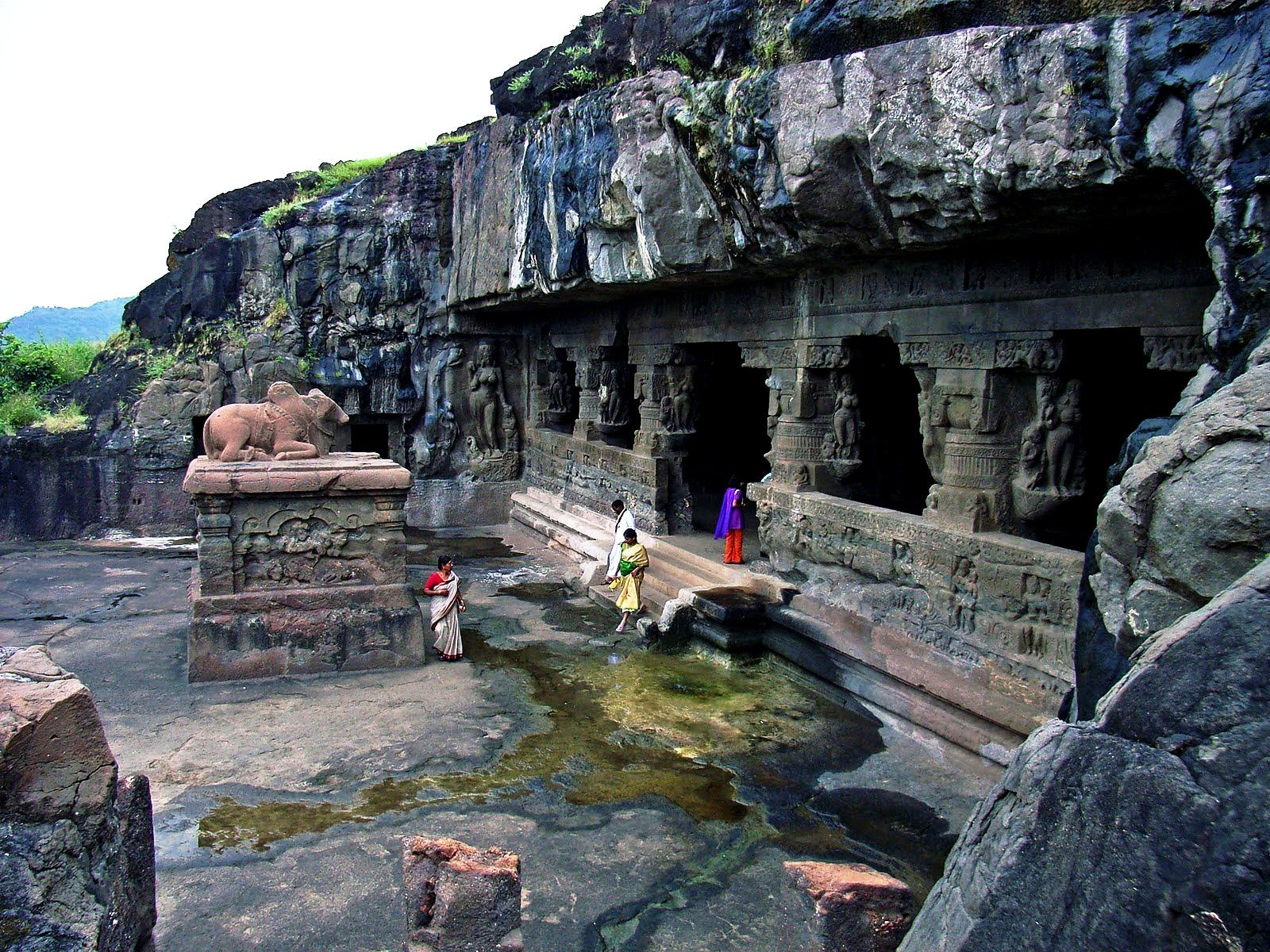 индианки в храме