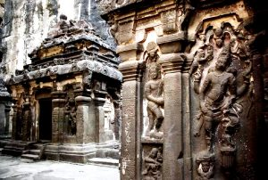 барельефы индуистского храма