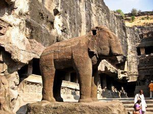 слон в храме кайлаша