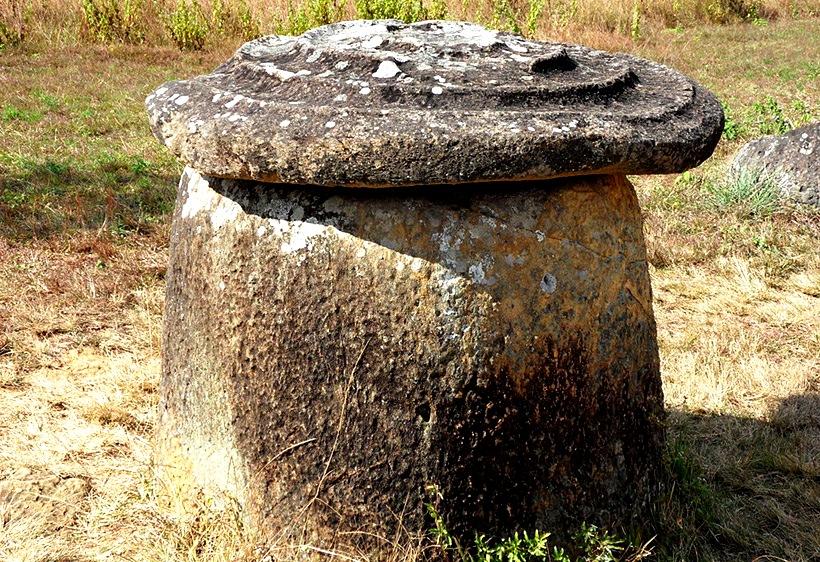каменный сосуд с крышкой