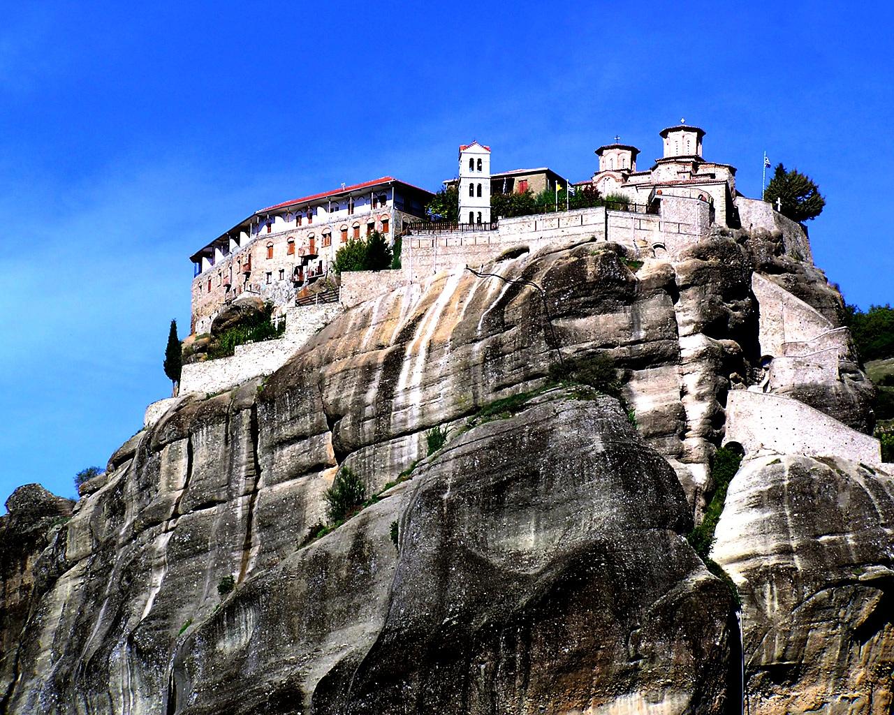 вид на монастырские скалы