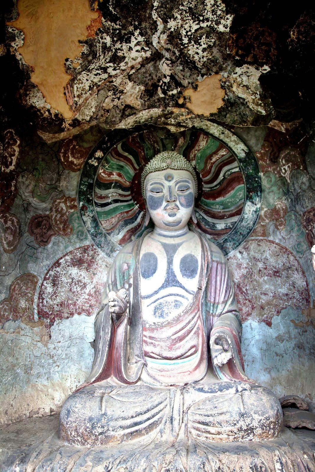 раскрашенный будда