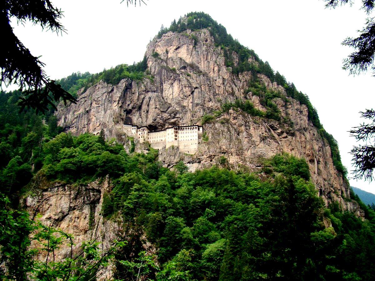 гора мелас