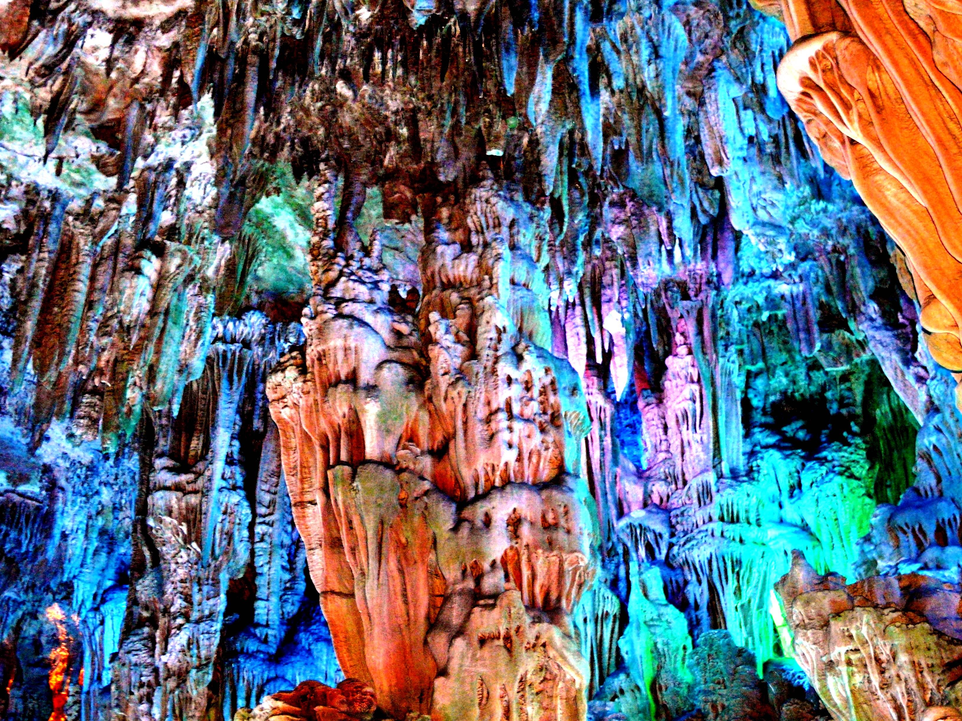 разноцветные сталактиты
