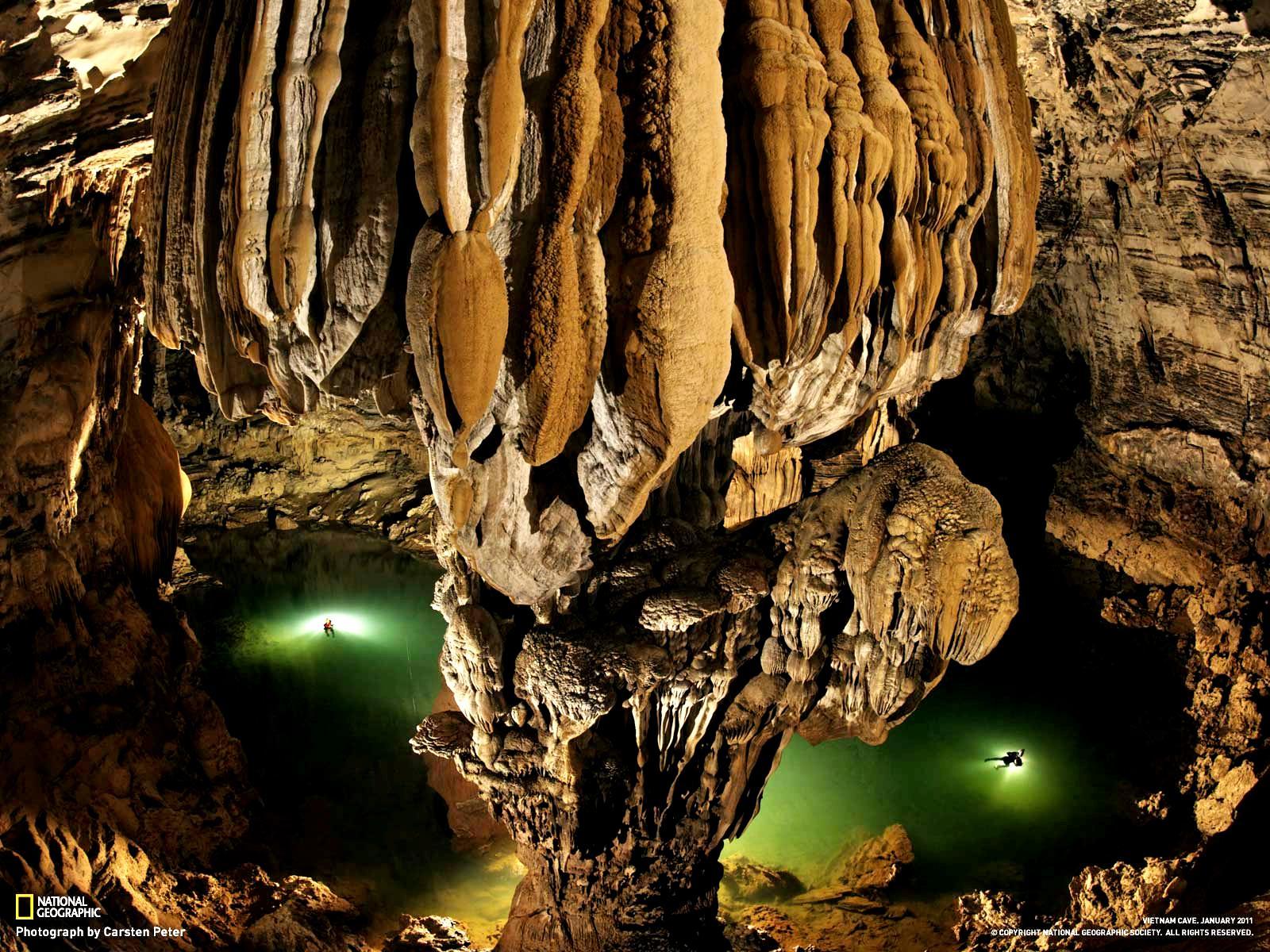 сталактиты в пещере