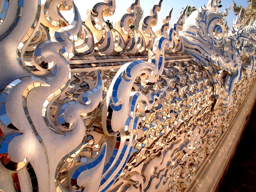 стеклянные панели ват ронг кхун
