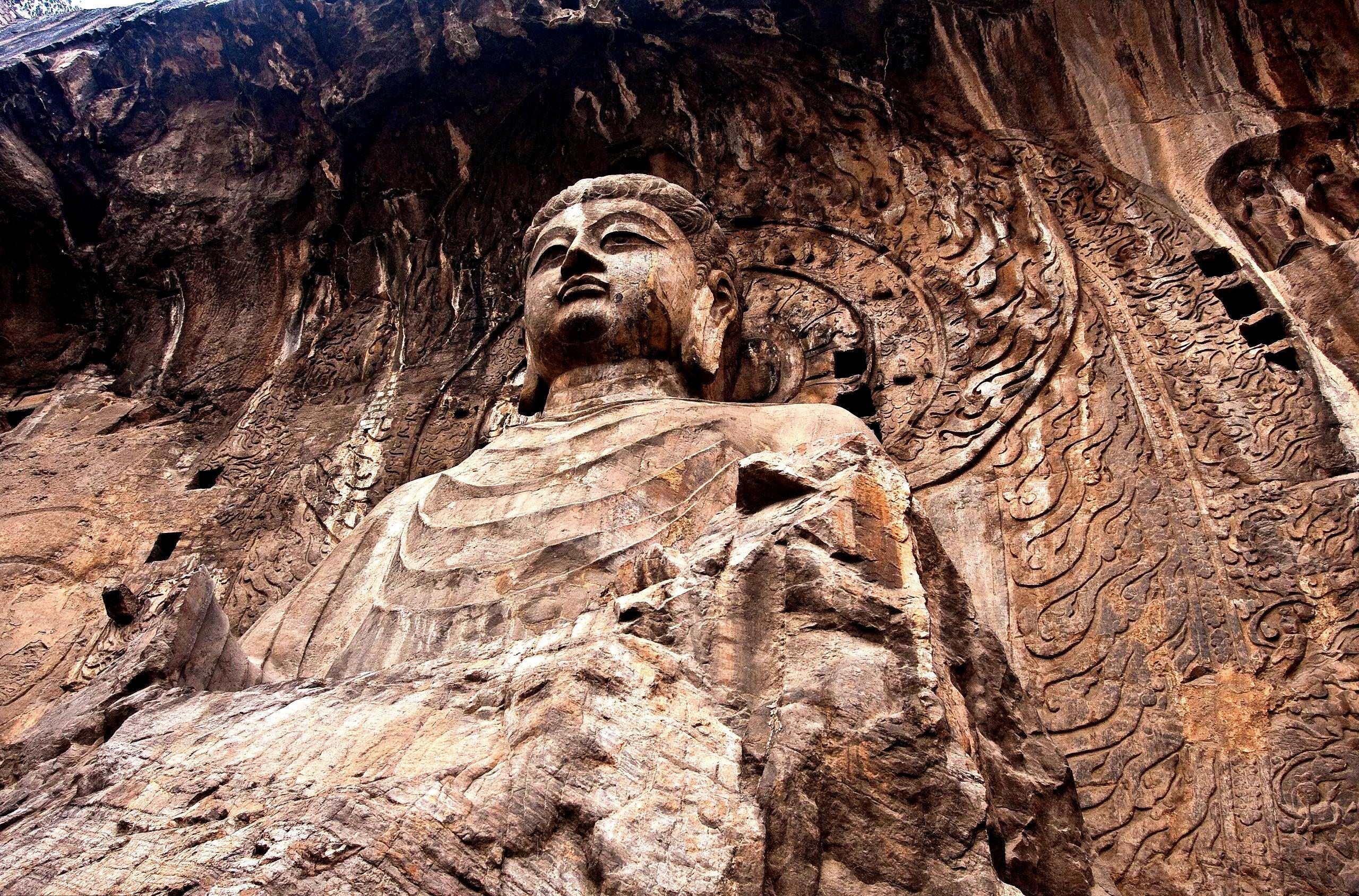 будда в лунмэне