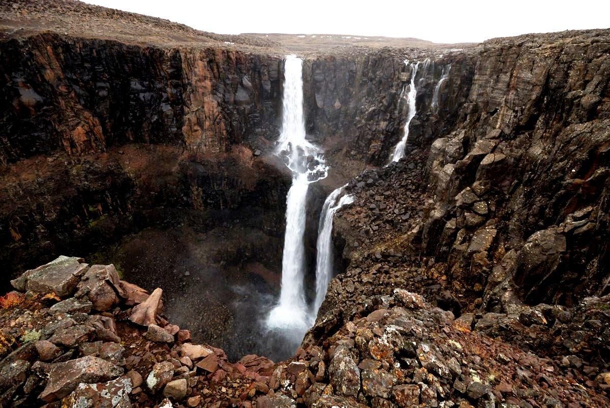 одинокий водопад